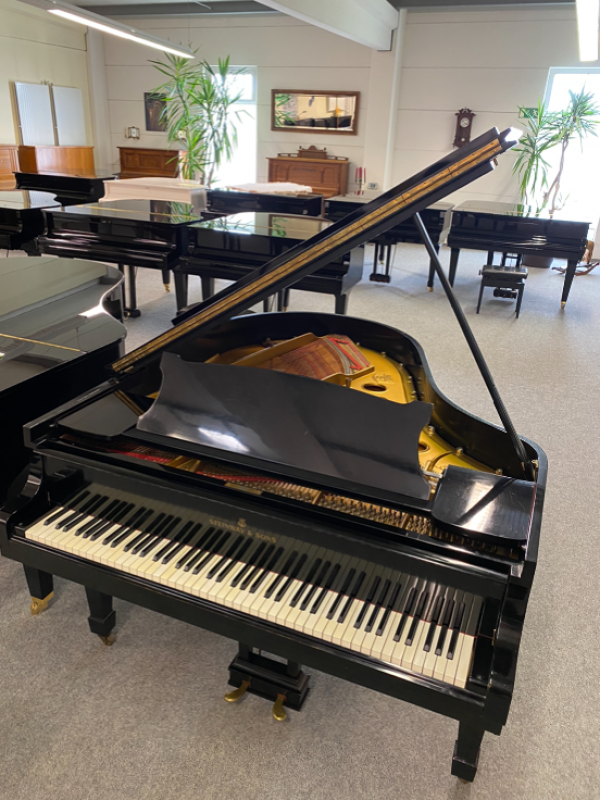 Steinway&sons S 155 cm